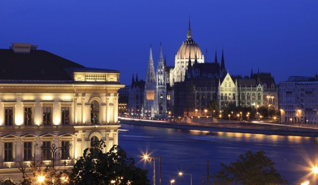 Budapest looks spectacular at night (photo: Thinkstock)