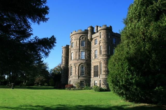 Castle holidays in Angus, Perthshire and Fife