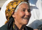 Turkmenistan woman (photo: Peter & Christine Helliwell)