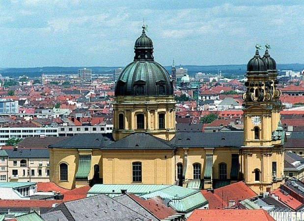 Admire the sights with car hire in Munich