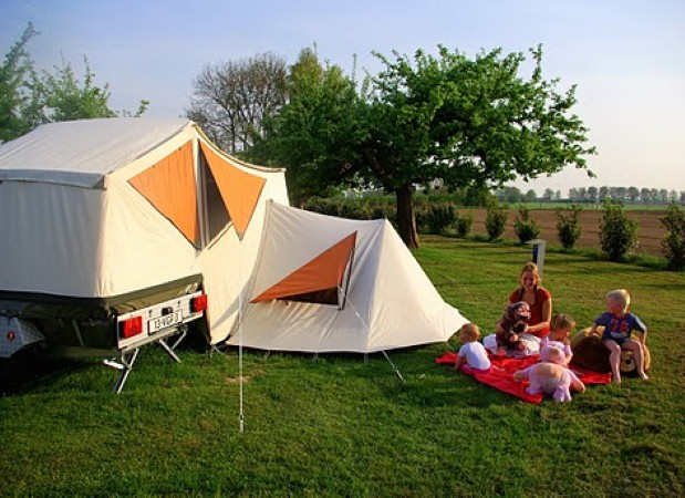 Camping with tents and trailer tents